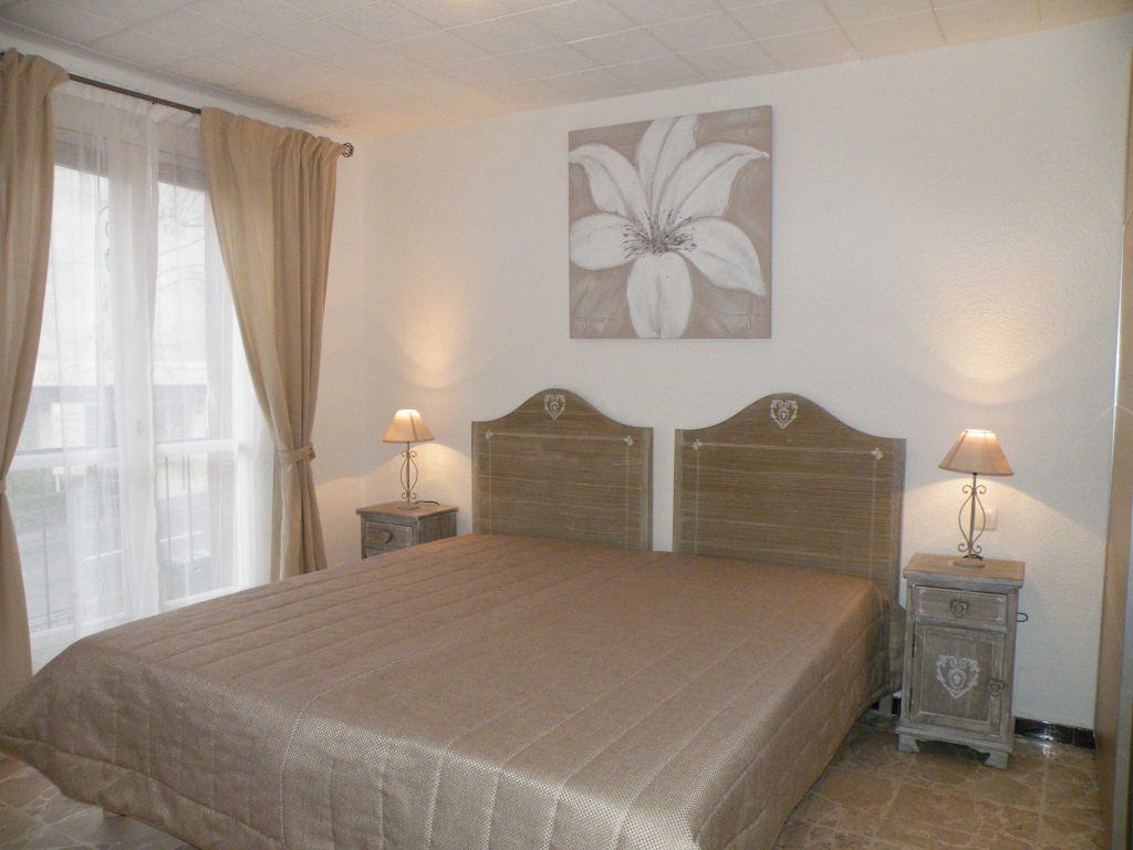 heymes anne. Black Bedroom Furniture Sets. Home Design Ideas